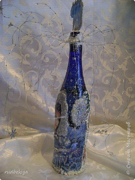 Доброй ночи страна Мастеров! Хочу показать Вам свою любимую бутылочку Снежная королева. Делала я ее моей хорошей знакомой с каким то особым трепетным чувством. тема была навеяна во-первых, тем что это ее любимая сказка, а также чудесным аквамариновым цветом бутылочки.  Я думаю, что Вы все хорошо помните эту замечательную сказку. Так что приятного путешествия...Все стихи взяты из  Сказки в стихах Снежная королева. (По мотивам одноимённой сказки Г. Х. Андерсена. Переложение на стихи — Владимир Глушков). фото 23