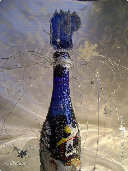 Доброй ночи страна Мастеров! Хочу показать Вам свою любимую бутылочку Снежная королева. Делала я ее моей хорошей знакомой с каким то особым трепетным чувством. тема была навеяна во-первых, тем что это ее любимая сказка, а также чудесным аквамариновым цветом бутылочки.  Я думаю, что Вы все хорошо помните эту замечательную сказку. Так что приятного путешествия...Все стихи взяты из  Сказки в стихах Снежная королева. (По мотивам одноимённой сказки Г. Х. Андерсена. Переложение на стихи — Владимир Глушков). фото 9