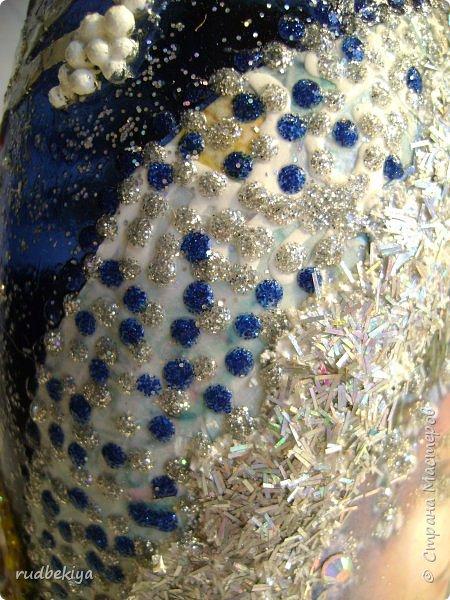 Доброй ночи страна Мастеров! Хочу показать Вам свою любимую бутылочку Снежная королева. Делала я ее моей хорошей знакомой с каким то особым трепетным чувством. тема была навеяна во-первых, тем что это ее любимая сказка, а также чудесным аквамариновым цветом бутылочки.  Я думаю, что Вы все хорошо помните эту замечательную сказку. Так что приятного путешествия...Все стихи взяты из  Сказки в стихах Снежная королева. (По мотивам одноимённой сказки Г. Х. Андерсена. Переложение на стихи — Владимир Глушков). фото 21