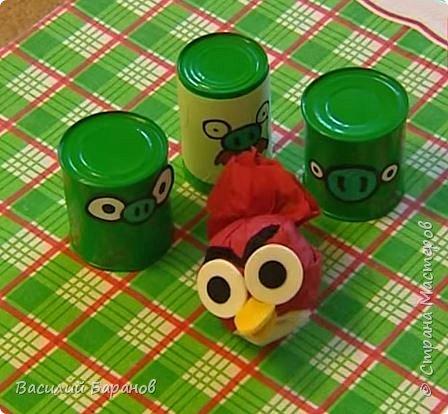 "Игра ""Angry Birds"" из консервных банок и салфеток"