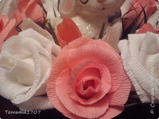 Поделки из конфет и гофрированной бумаги фото 3