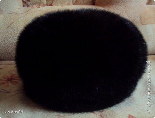 Сегодня я расскажу  как из старой норковой шапки сделать банную шапочку.Подойдёт любая меховая шапка, но фабричного производства(кустарные изнутри промазывали клеем ПВА)  не подходит только  ушанка(настоящая с отложными ушами). Для начала несколько фото готовых шапок фото 4