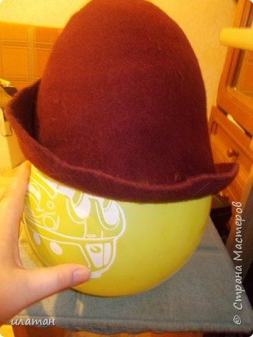 Сегодня я расскажу  как из старой норковой шапки сделать банную шапочку.Подойдёт любая меховая шапка, но фабричного производства(кустарные изнутри промазывали клеем ПВА)  не подходит только  ушанка(настоящая с отложными ушами). Для начала несколько фото готовых шапок фото 8