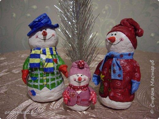 Здравствуйте жители Страны Мастеров! Хотя Новый год уже прошел, но я хочу показать вам своих снеговичков, которых я делала в праздничные дни( времени не хватает, да и увидела я их в предверии Нового года). Огромное СПАСИБО Татьяне Белозеровой за МК по ватному папье- маше.   https://stranamasterov.ru/user/106445 Хотя МК снеговика она давала на другом сайте, я покажу, как делала я своих снеговичков. фото 2