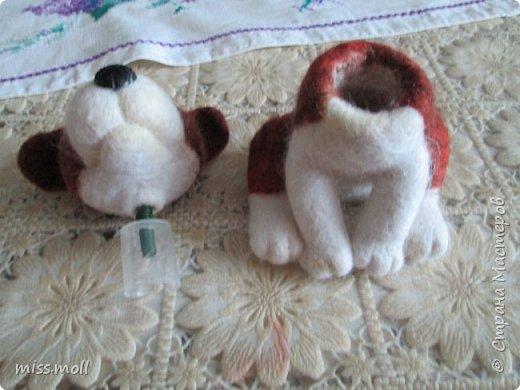 В этом МК хочу показать, как я делала собачку для автомобиля качающую головой. Так как МК очень много на тему валяния (собак и кошек,и медведей и т.д.) сам процесс валяния я фотографировать не стала. В этом МК я покажу как именно соединить голову и туловище. фото 2