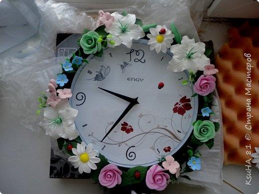 ЖИТЕЛИ СТРАНЫ СМ очень нужна ваша помощь.........задекорировала часы на заказ к 8 марта.........заказчица ОЧЕНЬ НЕДОВОЛЬНА.........говорит мрачновато для 8 марта..........ПРОШУ ПОМОЩИ.......ПОДСКАЖИТЕ ЧТО МОЖНО СДЕЛАТЬ ЧТОБ ИСПРАВИТЬ ПОЛОЖЕНИЕ........т.к. я вложила всю душу в заказ и он мне нравится......поэтому нет никаких идей((((((((( фото 2