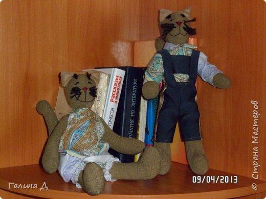 Здравствуйте все! В своё время меня посетила тильдомания. Спасибо Тони Финангер- автору этих кукол. У неё есть книги тильда-ангелы, птицы, животные. В продаже видела 5-6 книг этого автора. К сожалению, некоторые российские авторы копируют тильду и выпускают, как свою авторскую куклу. У меня и такие в библиотеке есть. Точная копия Финангер. Всегда возмущаюсь таким фактам. Хотя бы ссылки делали на авторство. Вот такие тильды получились у меня.  Недостатки в куклах  сама вижу, поэтому обойдусь без критики. Просто делюсь поделками. фото 6