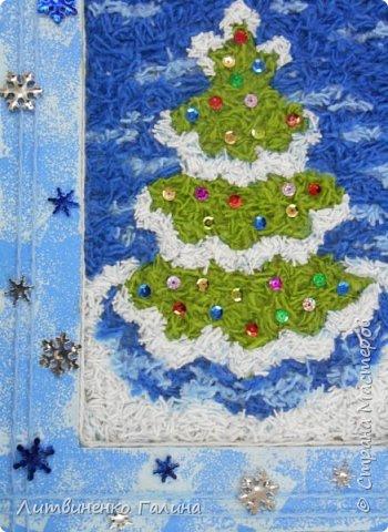 На Новогодних каникулах, когда времени мно-о-ого, мы с ребенком решили сделать из тех материалов, что были практически под рукой что-нибудь зимне-новогоднее. Выбор пал на картину из нарезанных ниток. Остатки ниток у нас были (синего цвета ушло примерно  2 метра, остальных 3-4 метра). Основа - картон от упаковочной коробки. Несколько часов пролетели незаметно и вот результат.   фото 15