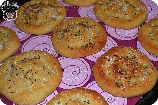Простые в приготовлении и очень интересные по вкусу лепешки, которые могут заменить хлеб к первому блюду.  фото 13