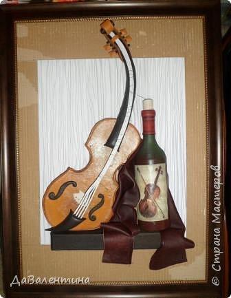 """Приветствую всех Мастеров и Мастериц, увлеченных творчеством. Сегодня, я представляю Вам один МК сразу по двум картинам. Первая называется """"Вечная любовь"""", вторую я назвала """"Веселая"""" скрипка"""". Вдохновением  для создания обеих картин послужили скульптуры великолепного художника Fhilippe Guillerm. Деревянные скульптуры мастера причудливы и необычны. Музыкальные инструменты в точности повторяют человеческие действия и воспроизводят сцены из повседневной жизни людей: держатся за руки, танцуют, обнимаются, карабкаются на гору, читают книги... Я думаю, что многие из Вас видели его работы в интернете. И я не осталась равнодушна, так захотелось воплотить его идеи в коже.  Вот,что у меня получилось. фото 53"""