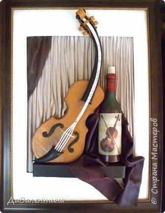 """Приветствую всех Мастеров и Мастериц, увлеченных творчеством. Сегодня, я представляю Вам один МК сразу по двум картинам. Первая называется """"Вечная любовь"""", вторую я назвала """"Веселая"""" скрипка"""". Вдохновением  для создания обеих картин послужили скульптуры великолепного художника Fhilippe Guillerm. Деревянные скульптуры мастера причудливы и необычны. Музыкальные инструменты в точности повторяют человеческие действия и воспроизводят сцены из повседневной жизни людей: держатся за руки, танцуют, обнимаются, карабкаются на гору, читают книги... Я думаю, что многие из Вас видели его работы в интернете. И я не осталась равнодушна, так захотелось воплотить его идеи в коже.  Вот,что у меня получилось. фото 54"""