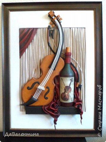 """Приветствую всех Мастеров и Мастериц, увлеченных творчеством. Сегодня, я представляю Вам один МК сразу по двум картинам. Первая называется """"Вечная любовь"""", вторую я назвала """"Веселая"""" скрипка"""". Вдохновением  для создания обеих картин послужили скульптуры великолепного художника Fhilippe Guillerm. Деревянные скульптуры мастера причудливы и необычны. Музыкальные инструменты в точности повторяют человеческие действия и воспроизводят сцены из повседневной жизни людей: держатся за руки, танцуют, обнимаются, карабкаются на гору, читают книги... Я думаю, что многие из Вас видели его работы в интернете. И я не осталась равнодушна, так захотелось воплотить его идеи в коже.  Вот,что у меня получилось. фото 59"""