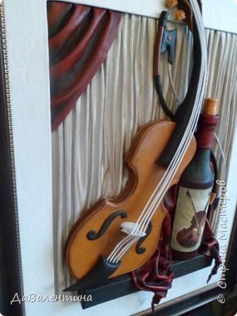 """Приветствую всех Мастеров и Мастериц, увлеченных творчеством. Сегодня, я представляю Вам один МК сразу по двум картинам. Первая называется """"Вечная любовь"""", вторую я назвала """"Веселая"""" скрипка"""". Вдохновением  для создания обеих картин послужили скульптуры великолепного художника Fhilippe Guillerm. Деревянные скульптуры мастера причудливы и необычны. Музыкальные инструменты в точности повторяют человеческие действия и воспроизводят сцены из повседневной жизни людей: держатся за руки, танцуют, обнимаются, карабкаются на гору, читают книги... Я думаю, что многие из Вас видели его работы в интернете. И я не осталась равнодушна, так захотелось воплотить его идеи в коже.  Вот,что у меня получилось. фото 9"""