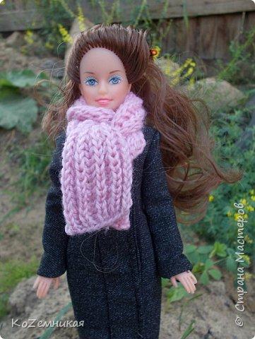 Несколько лет назад шила и вязала барбейкам одежки. Это были мои первые кукольные работы для дочкиных кукол. К сожалению, они не сохранились. И куклешек многих уже нет. Только фотки остались фото 4