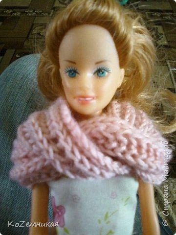 Несколько лет назад шила и вязала барбейкам одежки. Это были мои первые кукольные работы для дочкиных кукол. К сожалению, они не сохранились. И куклешек многих уже нет. Только фотки остались фото 3