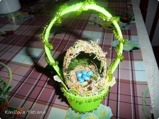 Декор яиц с квиллинговой веточкой и натуральной шишечкой.Скорлупки оформлены бисером и микробисером, фото 2