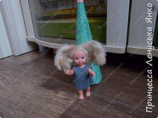 Вот и вторая часть! Первая утром проснулась Полинка и побежала к ёлочке. Она обнаружила там мольберт и серый сарафанчик. фото 2