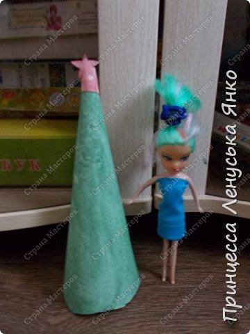 Вот и вторая часть! Первая утром проснулась Полинка и побежала к ёлочке. Она обнаружила там мольберт и серый сарафанчик. фото 3