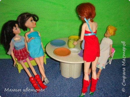 Всем привет!Сегодня мои девчонки решили устроить чаепитие. Поэтому все собрались у Каролины.Каролина как хозяйка всех обслуживала.  фото 1