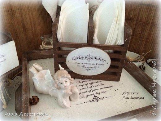 Первым покажу сервировочный столик: морение, белая акриловая краска, вживление мотива и старение( медиум, набрызг). Габариты столика 27х27х10 см.  фото 21