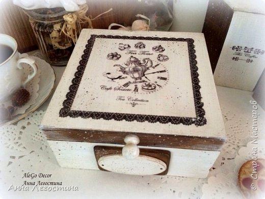 Первым покажу сервировочный столик: морение, белая акриловая краска, вживление мотива и старение( медиум, набрызг). Габариты столика 27х27х10 см.  фото 11