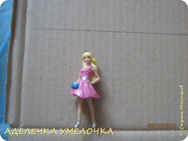 Привет! давно ещё я делала этот домик для маленьких куколок из киндера...выкладываю сейчас...   материалы: -бумага цветная -картон плотный -игрушечки(у меня мини барби) -ножницы -линейка -карандаш  -клей фото 2