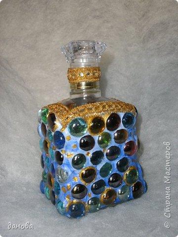 """Иногда из бросового материала, бутылочка становится предметом оформления интерьера. Бутылка, клей типа """"Титан - солит"""", капроновая верёвка, стразы, бусинки и вот что вышло. фото 4"""