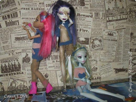 сегодня я сшила 3 кукольных костюмов вот один из них: Эту куклу зовут Лагуна ей я решила сшить тунику и ободок фото 14