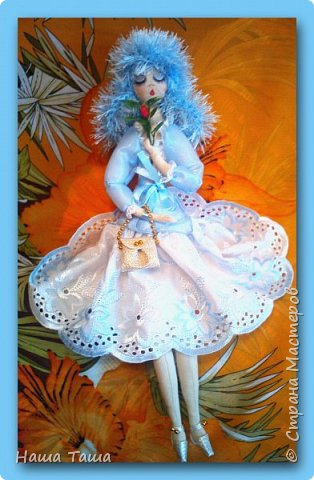 Моя Голубка в цвете немного от неба и первых цветов,  мечтательница, наслаждается их запахом,  и пусть  весь мир подождёт...  Она мне очень близка.  Решила показать. фото 6