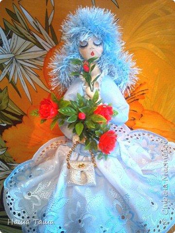Моя Голубка в цвете немного от неба и первых цветов,  мечтательница, наслаждается их запахом,  и пусть  весь мир подождёт...  Она мне очень близка.  Решила показать. фото 5