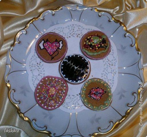 Добрый день,продолжаем совершенствоваться в домашней выпечке. Печенье имбирное,делала по этому рецепту,только единственное,что муки надо добавлять больше,примерно в половину и я еще добавляла  к специям,указанным в рецепте,плюсом кардамон. http://www.povarenok.ru/recipes/show/61947/. Тренировка и в росписи айсингом))))))) Вкусно и без росписи,но для детей и вместе с ними,делать такое печенье-просто сказка!! По рецепту получается порядка 50 штучек,небольших,круглые см 6-7, фигурки чуть меньше. фото 4