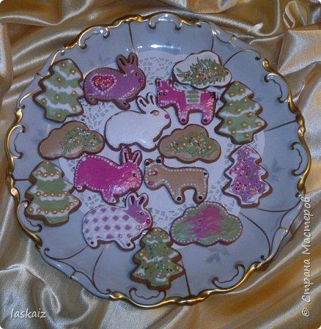 Добрый день,продолжаем совершенствоваться в домашней выпечке. Печенье имбирное,делала по этому рецепту,только единственное,что муки надо добавлять больше,примерно в половину и я еще добавляла  к специям,указанным в рецепте,плюсом кардамон. http://www.povarenok.ru/recipes/show/61947/. Тренировка и в росписи айсингом))))))) Вкусно и без росписи,но для детей и вместе с ними,делать такое печенье-просто сказка!! По рецепту получается порядка 50 штучек,небольших,круглые см 6-7, фигурки чуть меньше. фото 5