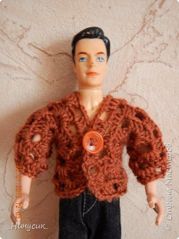 Связала я вчера своим племянницам немного одежонки для кукол. Показываю кофточку для кена. получился такой брутальный мужчина в джемпере. фото 3