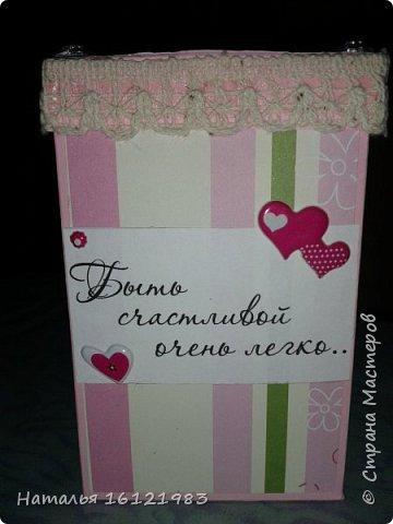 Решила сделать коробочку для конфет. Раньше ничего подобного не делала. Помог мне МК http://magicaldecor.ru/krasivaya-korobochka-dlya-podarka/  Единственно заменила овальное окно на прямоугольное. фото 3