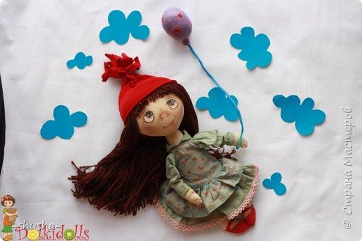 Весёлая, жизнерадостная и немного чумачечая Куклафаня - первая из планируемой мини серии куклафань. Выполнена из тонированного вручную льна, шапочка и платьице снимаются, волосы можно собрать в два хвостика или косички. Сама сидит, но неуверенно фото 3