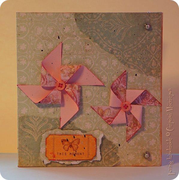 Добрый день! Сложилась у меня открыточка, которая подходит ко многим праздникам. В основе композиции - две вертушки. фото 1