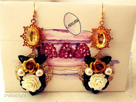 Здравствуйте, дорогие девушки!В последнее время я увлеклась ободками в стиле Dolce&Gabbana, и пытаюсь изобразить что-то наподобие)Вышиваю на бархате искусственным жемчугом, стразами, бусинами и золотистой фурнитурой: фото 11