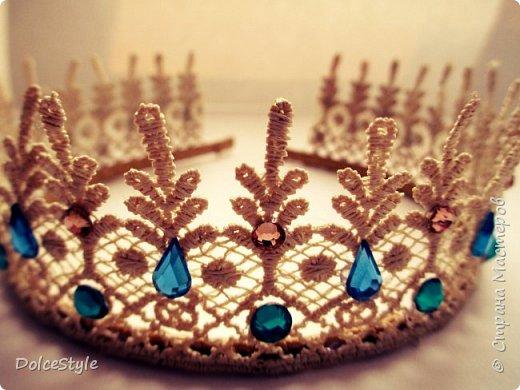 Здравствуйте, дорогие девушки!В последнее время я увлеклась ободками в стиле Dolce&Gabbana, и пытаюсь изобразить что-то наподобие)Вышиваю на бархате искусственным жемчугом, стразами, бусинами и золотистой фурнитурой: фото 12