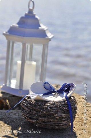 Прошлой весной я получила большой и в то же время очень интересный заказ. Лена (заказчица) попросила сделать для неё блюдце для колец в форме сердца и декорировать его микробисером синего и белого цвета . Основные цвета свадьбы:белый и синий.  фото 1