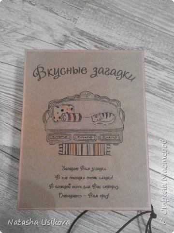 29  декабря в школе был последний учебный день. Я с маленьким Ваней забрала Саню из школы, и мы помчались домой собирать вещи:завтра утром мы сядем в поезд. Впереди рождественские каникулы, встреча с бабушкой в Гомеле и нашим крёстным, который приедет к нам из Киева.  Каникулы каникулами, но от учительницы мы получили задание: сделать книжку с загадками на любую тему:музыкальную, спортивную,новогоднюю...словом любую. И поскольку на дворе зима, решено было сделать зимнюю книжку. фото 8