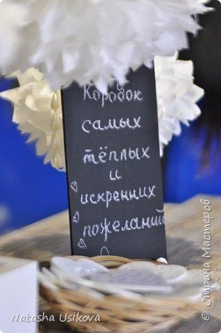 Прошлой весной я получила большой и в то же время очень интересный заказ. Лена (заказчица) попросила сделать для неё блюдце для колец в форме сердца и декорировать его микробисером синего и белого цвета . Основные цвета свадьбы:белый и синий.  фото 13