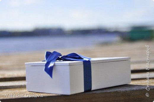 Прошлой весной я получила большой и в то же время очень интересный заказ. Лена (заказчица) попросила сделать для неё блюдце для колец в форме сердца и декорировать его микробисером синего и белого цвета . Основные цвета свадьбы:белый и синий.  фото 10