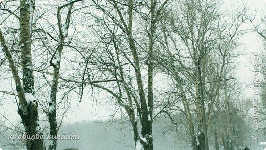 ДОБРЫЙ ДЕНЬ , решила погулять по моему любимому парку , был сильнейший снегопад и пасмурно , но меня понесло,  погуляла  , пофотографировала,  посмотрела на снимки и решила их как то оживить , надо когда - то учиться и работать в фотошопе! и стала редактировать , изменила освещенность, контрастность  цвет , тени , ну и т. д. и получились вот такие фото.   фото 2