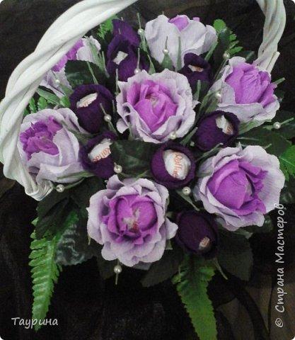 Розы делала очень крупными, раскрытыми, но не рассчитала размера корзины, и в тесноте все розочки сжались((((. фото 2