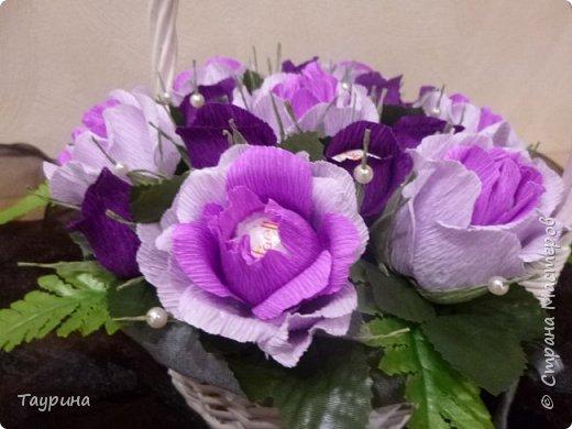 Розы делала очень крупными, раскрытыми, но не рассчитала размера корзины, и в тесноте все розочки сжались((((. фото 3