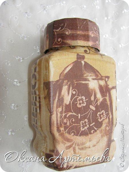 Доброго дня, жители и гости страны Мастеров! Я продолжаю пробовать свои силы в декупаже и экспериментировать с кухонными баночками-бутылочками. Парочка бутылочек для жидкого мыла и средства для мытья посуды с уже знакомыми Вам розочками. фото 6