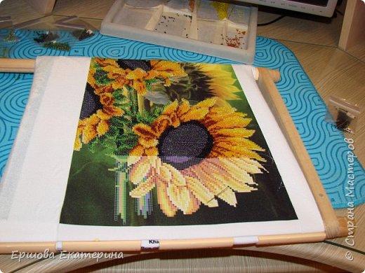 Картина бисером, частичная вышивка, с нанесенным рисунком на канву. Производитель Украина Картины бисером. Готовая работа получилась внушительных размеров. Размер с рамкой 47 на 57 см. фото 15