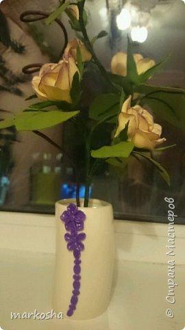 Второй вариант композиции Роза и Соловей, сделано по аналогии.Хотела сделать две розы в одном кашпо, но как-то ляписто бы получилось.Сделала их по одной.При заливке алебастром горшочек треснул, задекорировала полимерной глиной. фото 3