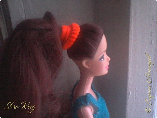 Всем приветики.Сегодня решила вам показать находку из интернета.Нашла как сделать кукле причёску с чёлкой,может кто-то её видел,но я вам её покажу!Это что-то типа Краткого мк. простите,но фото будут к сожалению не ахти фото 4