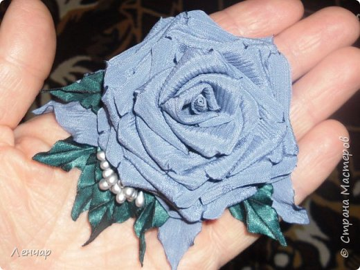 Эта из последних.Пробовала по-другому собирать розу. фото 1